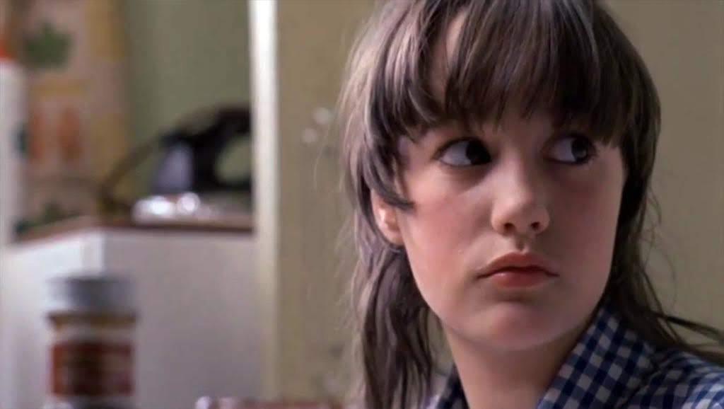 Tracy Hyde es Melody Perkins.