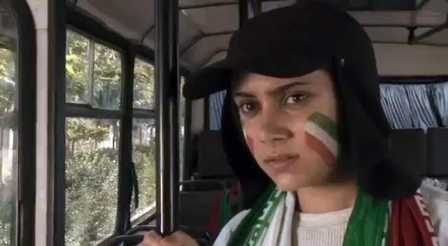 """Sima Mobarak-Shahi, personaficando a la """"primera chica""""."""