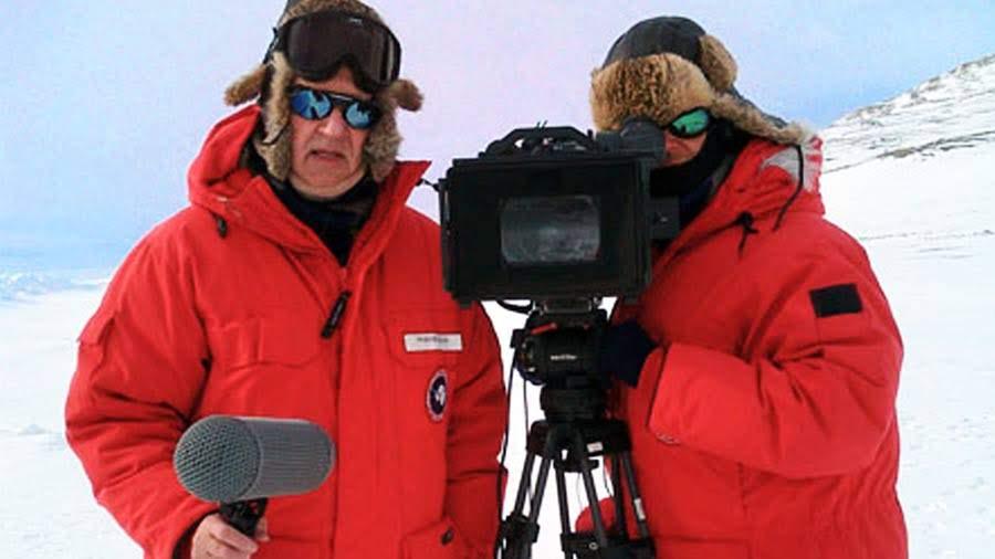 """Werner Herzog y Peter Zeitlinger durante la filmación de """"Encuentros en el fin del mundo"""" en la Antártica."""