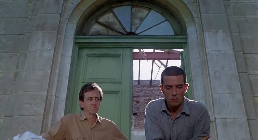 Lorenzo Quinteros es el Doctor Julio Denis y Hugo Soto es Rantés | Hombre mirando al sudeste