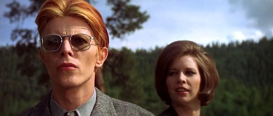 """David Bowie y Candy Clark en """"El hombre que cayó en la Tierra"""""""
