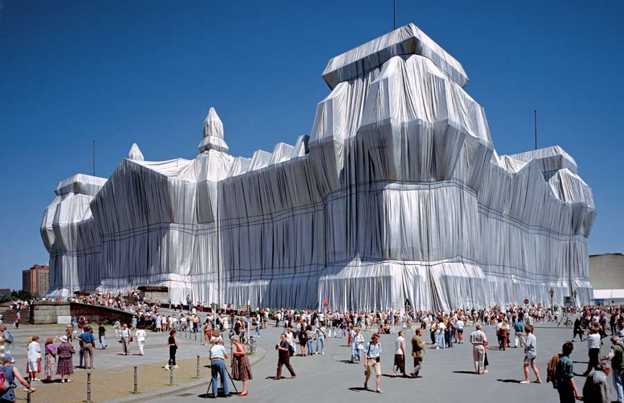 Christo y Jeanne-Claude. «Reichstag envuelto», Berlín, 1971-95. Foto: Wolfgang Volz © 1995 Christo