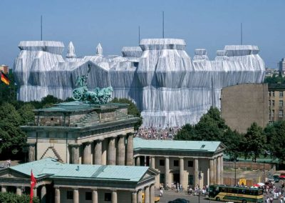 Christo y Jeanne-Claude: Reichstag envuelto, Berlín, 1971-95 | Foto: Wolfgang Volz. ©1995 Estate of Christo V. Javacheff