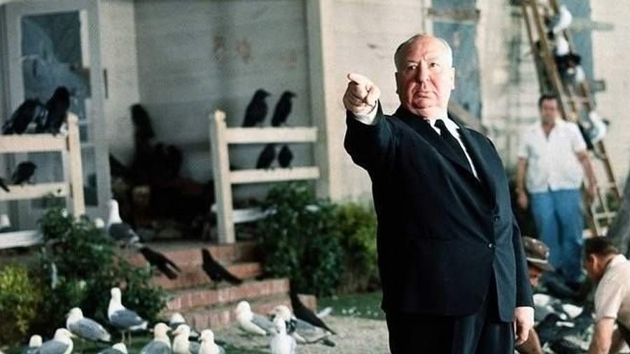 """Alfred Hitchcock durante el rodaje de """"Los Pájaros"""""""